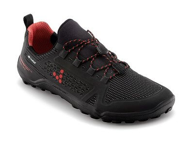 Déšť, rozblácené tratě a strmé kopce, nejsou překážkou pro nové a vylepšené  Trail Freak II Winterproof.  VIVOBAREFOOT TRAIL FREAK 2 WP L 3M Mesh Black/Red